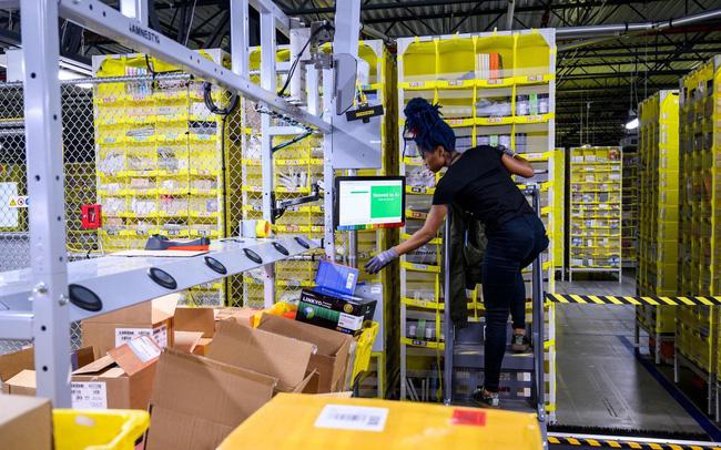 Nhân viên làm việc tại Amazon